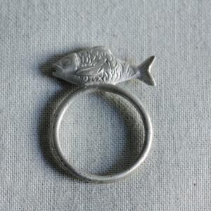Pesce inpiedi_anello